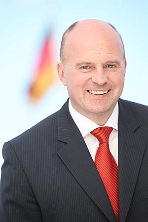 """""""Die Regierung sieht sich weiterhin zur Förderung verpflichtet"""": Hartmut Koschyk, Bundesbeauftragter für Minderheiten, über sein erstes Jahr im Amt <br> Eingestellt am: 26.01.2015, <a style=""""text-shadow: 0px 0px 0;"""" href=http://www.rusdeutsch.eu/?news=2650 target=_blank >lesen</a>, <a style=""""text-shadow: 0px 0px 0;"""" href=http://www.rusdeutsch.eu/fotos/2604_b.png target=_blank >herunterladen</a>"""