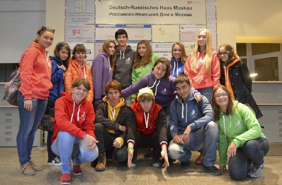 """In Moskau fand ein kreatives Treffen der Gewinner von Sprachwettbewerben statt <br> Eingestellt am: 17.09.2014, <a style=""""text-shadow: 0px 0px 0;"""" href=http://www.rusdeutsch.eu/?news=2660 target=_blank >lesen</a>, <a style=""""text-shadow: 0px 0px 0;"""" href=http://www.rusdeutsch.eu/fotos/2614_b.png target=_blank >herunterladen</a>"""