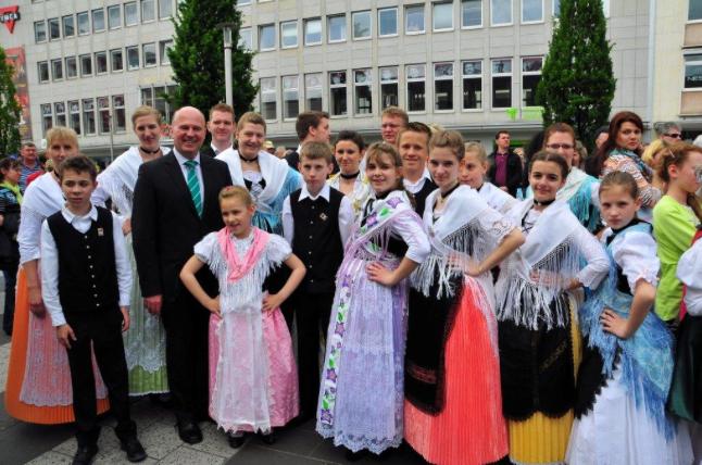 "Bild zeigt: Hartmut Koschyk MdB bei den Aussiedlerkulturtagen in Nürnberg im Mai 2014. <br> Eingestellt am: 12.05.2015, <a style=""text-shadow: 0px 0px 0;"" href=http://www.rusdeutsch.eu/?news=2823 target=_blank >lesen</a>, <a style=""text-shadow: 0px 0px 0;"" href=http://www.rusdeutsch.eu/fotos/2785_b.png target=_blank >herunterladen</a>"