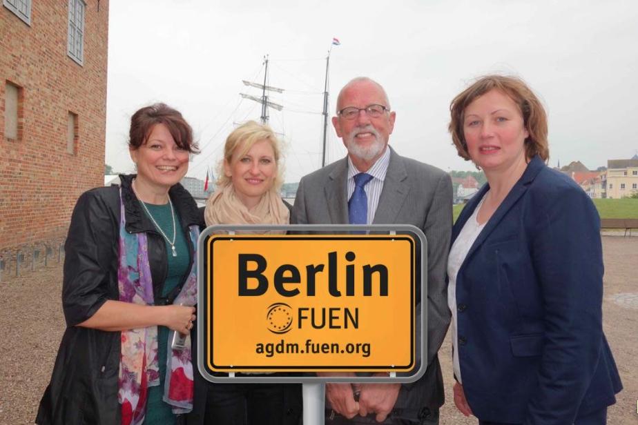 """Neu: AGDM-Geschäftsstelle in Berlin  <br> Eingestellt am: 10.09.2015, <a style=""""text-shadow: 0px 0px 0;"""" href=http://www.rusdeutsch.eu/?news=2984 target=_blank >lesen</a>, <a style=""""text-shadow: 0px 0px 0;"""" href=http://www.rusdeutsch.eu/fotos/3003_b.png target=_blank >herunterladen</a>"""